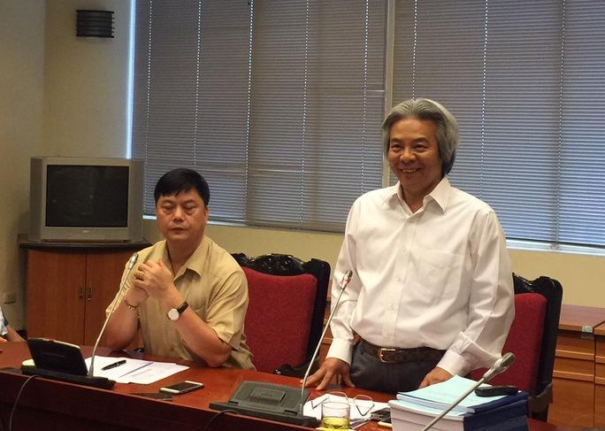 GS Võ Khánh Vinh, Giám đốc Học viện Khoa học Xã hội, trong buổi họp báo