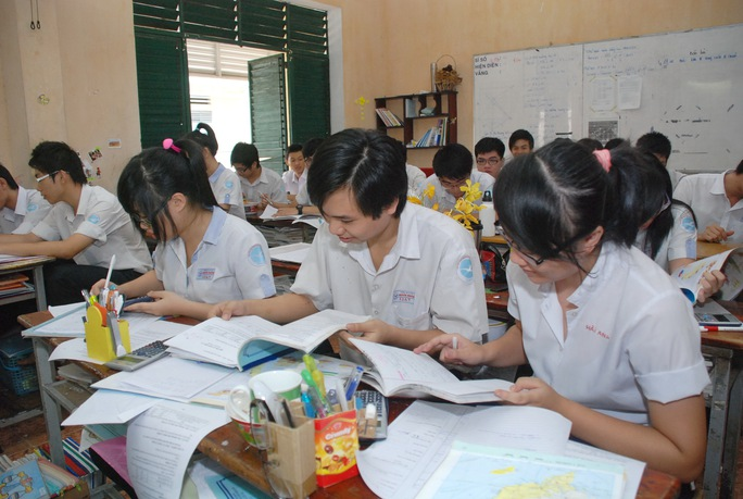 Học sinh Trường THCS - THPT Nguyễn Khuyến trong giờ ôn bài Ảnh: TẤN THẠNH