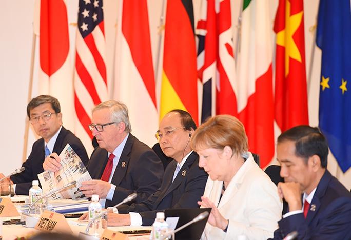 Thủ tướng Nguyễn Xuân Phúc tham dự phiên họp của Hội nghị Thượng đỉnh G7 mở rộng Ảnh: VGP