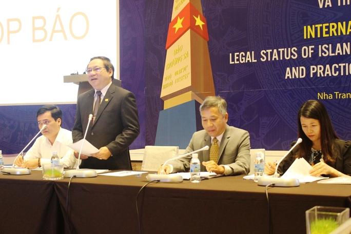 """Họp báo hội thảo quốc tế về """"Quy chế pháp lý của đảo, đá trong luật quốc tế và thực tiễn biển Đông"""" ngày 16-8 Ảnh: HỒNG ÁNH"""
