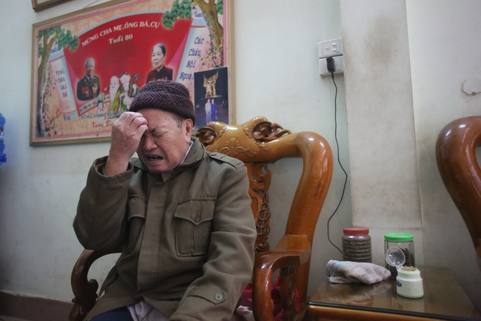 Đại tá Tống Chư, nguyên Chỉ huy trưởng Bộ đội Biên phòng Lào Cai giai đoạn 1974 - 1985, xúc động khi kể về tình hình chiến sự tháng 2-1979 tại mặt trận Lào Cai Ảnh: Mạnh Duy
