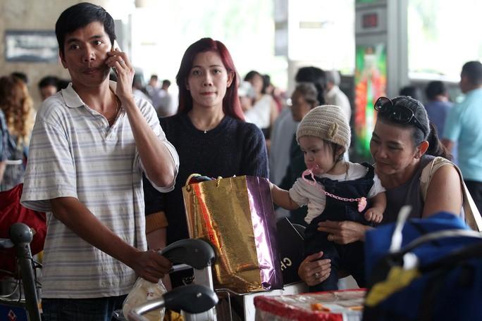 Vào dịp Tết, lượng hành khách qua sân bay Tân Sơn Nhất rất đông. Ảnh: HOÀNG TRIỀU