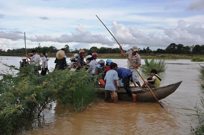 Nhiều bến đò ngang tại tỉnh Quảng Ngãi không bảo đảm an toàn Ảnh: Tử Trực