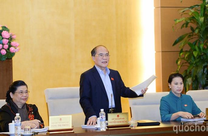"""Chủ tịch QH Nguyễn Sinh Hùng: """"Quá nhiều thủ tục hành chính gây phiền hà cho người dân"""" - Ảnh: Quochoi.vn"""