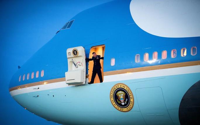 Washington có những tiêu chuẩn an ninh đặc biệt nên quy trình vận hành xe thang cho Air Force One (chuyên cơ của Tổng thống Mỹ) có nhiều khác biệt so với những chuyên cơ của các nguyên thủ quốc gia từng đến Việt Nam