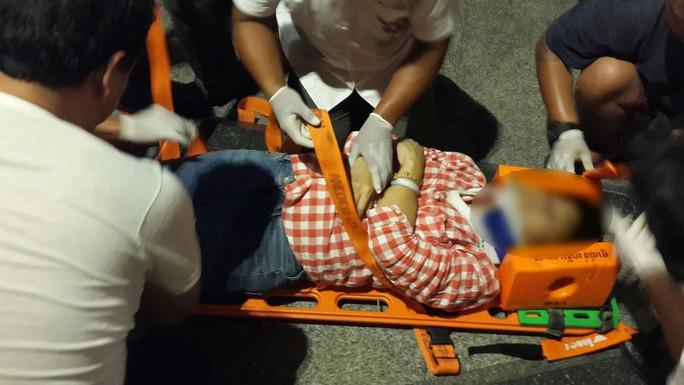 Người bị thương được đưa đến bệnh viện. Ảnh: Twitter