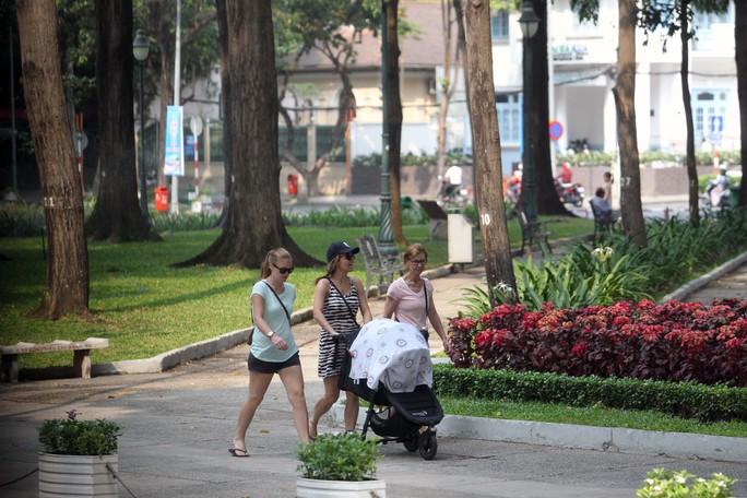 Công viên 30 tháng 4, nơi bình yên cho người dân thành phố và du khách.  Ảnh: HOÀNG TRIỂU