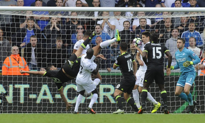 Diego Costa gỡ hòa 2-2 cho Chelsea