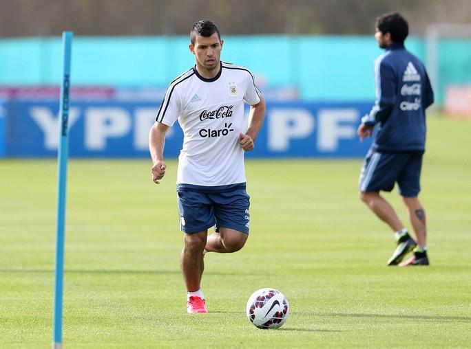 Aguero không dự vòng loại World Cup 2018 cùng Argentina