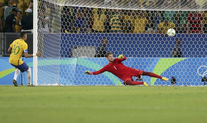 Neymar không bỏ lỡ cơ hội ghi bàn thắng quyết định
