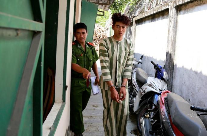 Cảnh khai mình cướp tiệm vàng để khỏi bị vợ chê nghèo