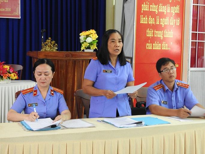 Đại diện VKSND TP Cà Mau xin lỗi anh Huỳnh Nhật Quang