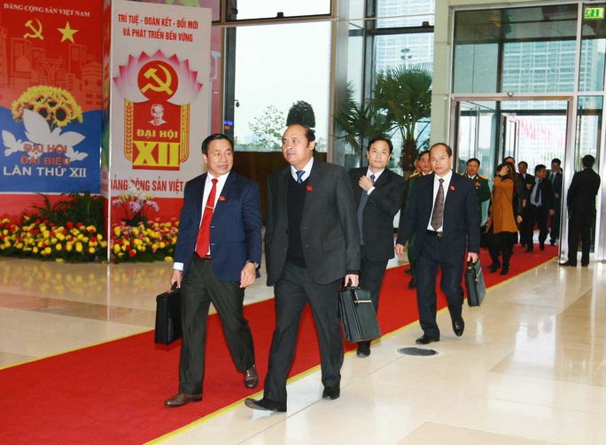 Các đại biểu đến tham dự Đại hội XII sáng ngày 25-1 - Ảnh: Tấn Thông