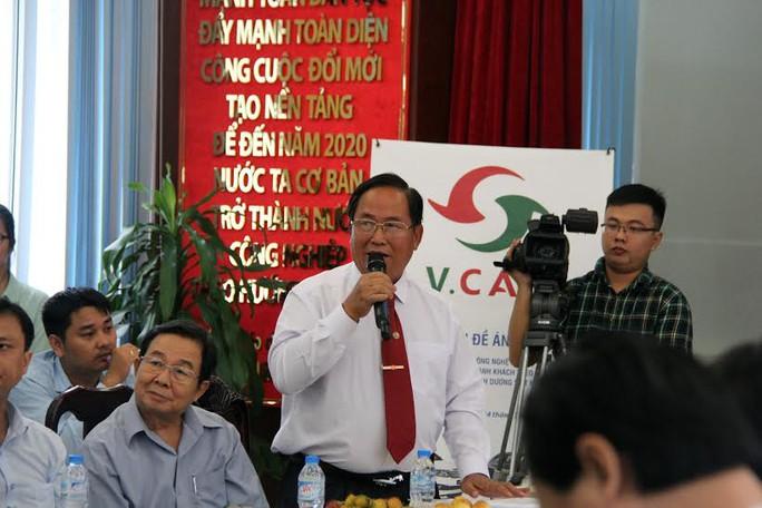 Ông Tạ Long Hỷ, Phó tổng giám đốc Vinasun Corp, giải đáp thắc mắc của các nhà báo