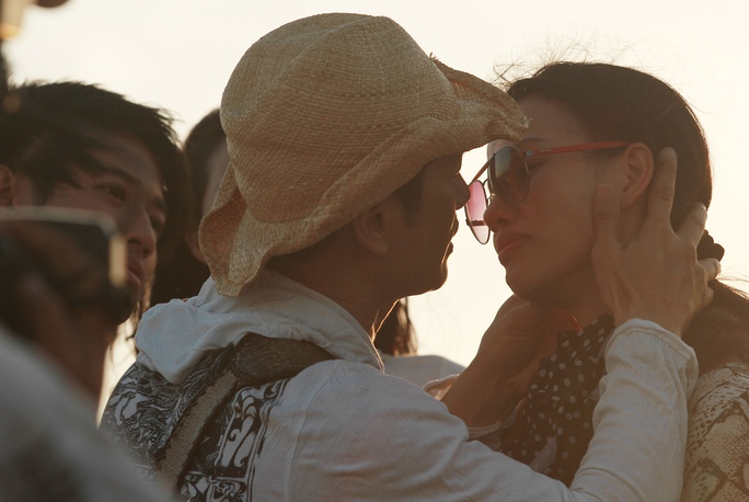 Đạo diễn Dustin Nguyễn và vợ thị phạm cho hai diễn viên chính