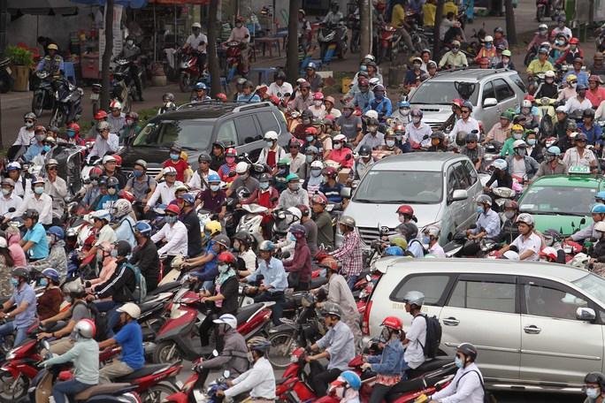 Kẹt xe, mất an toàn giao thông ảnh hưởng nhiều đến chất lượng sống, hạnh phúc của người dânẢnh: Hoàng Triều