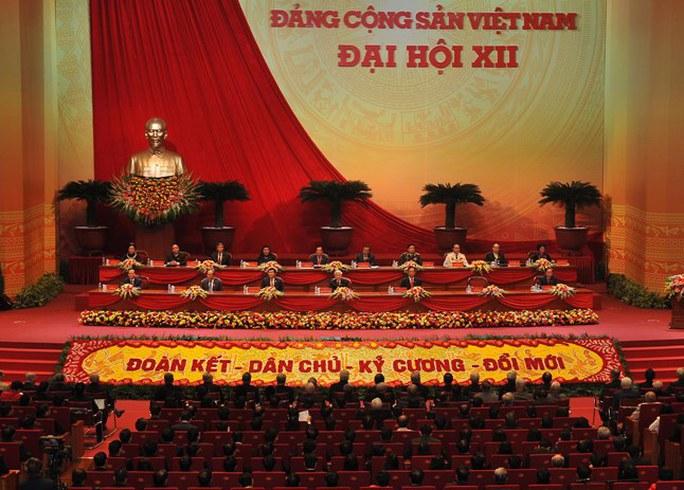 Đoàn Chủ tịch Đại hội XII