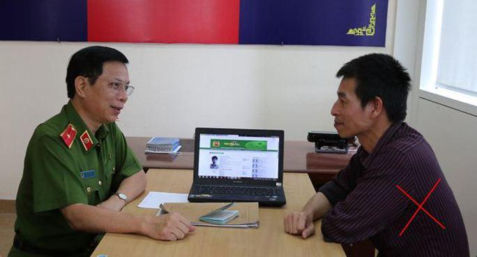 Đối tượng truy nã Nguyễn Quang Thịnh (X) đầu thú tại Cơ quan Công an