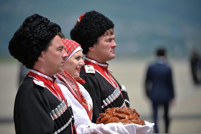 Đón Thủ tướng Nguyễn Xuân Phúc bằng nghi lễ hiếu khách truyền thống của dân tộc Nga