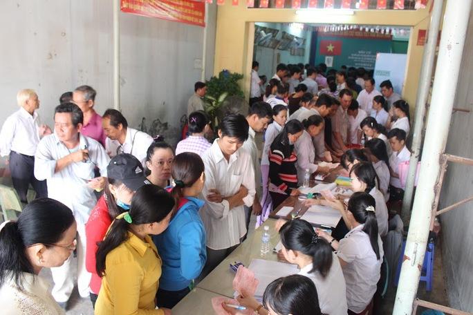 Đông đảo công nhân tham gia bỏ phiếu sáng 22-5