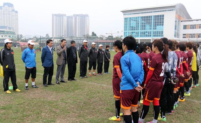 Lãnh đạo VFF gặp gỡ đội tuyển nữ chiều 22-2