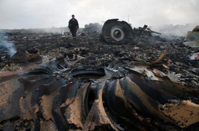 Hiện trường vụ rơi MH17. Ảnh: Reuters