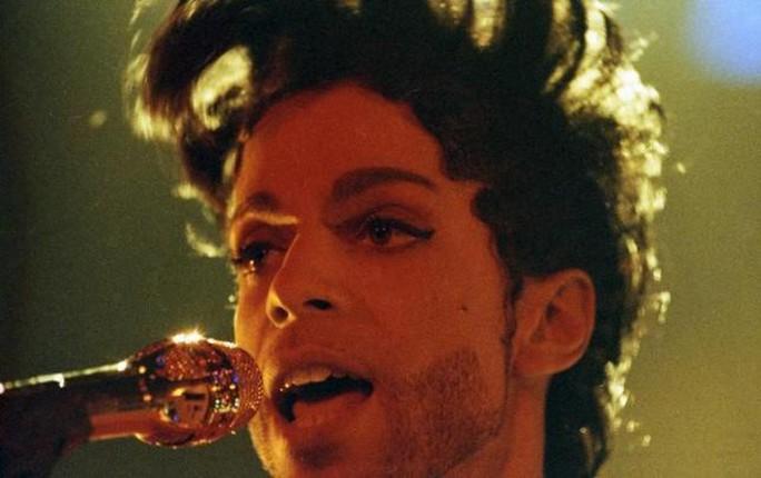 Huyền thoại âm nhạc Prince đột tử vì dùng thuốc giảm đau quá liều