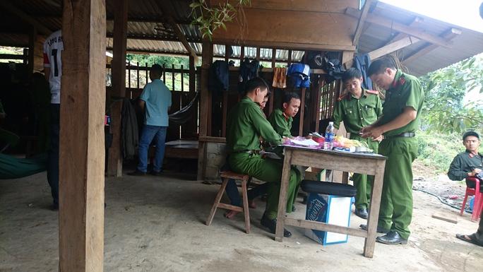 Gần 10 đối tượng dưới trướng của Hà đen bị lực lượng Công an bắt giữ và lấy lời khai ngày 8-7, tại tiểu khu 390A, Lộc Bắc, Bảo Lâm, Lâm Đồng.