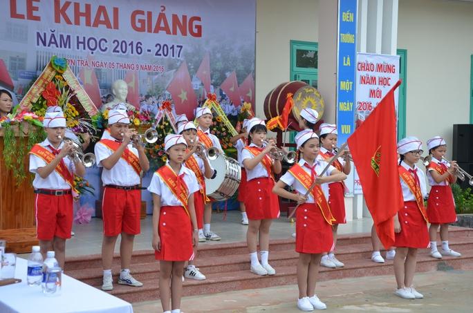 Học sinh của trường Hoàng Sa chào đón năm học mới với niềm say mê hứng khởi