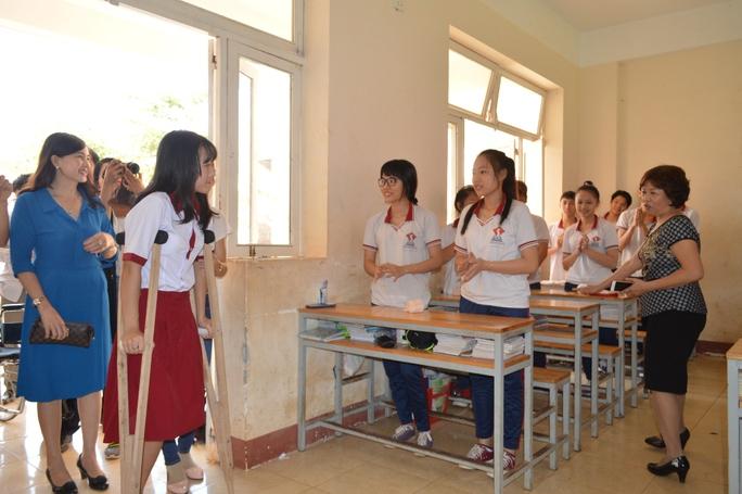 Hà Vi được xếp vào lớp 10A2, Trường Đông Du
