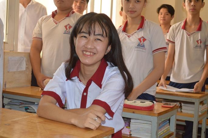 Nụ cười tươi tắn luôn thường trực với cô học trò mới
