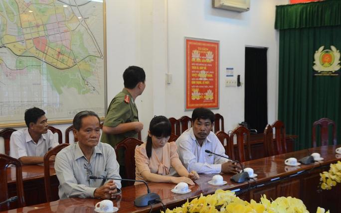 Bà Nguyễn Thị Ánh Ngọc đến trụ sở công an sáng nay
