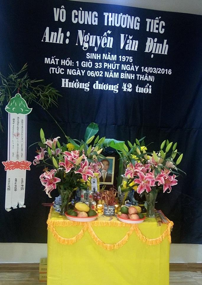 Gia đình lo hậu sự cho anh Nguyễn Văn Định
