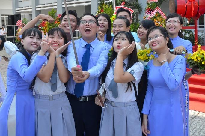 Thầy và trò trường Võ Văn Kiệt hân hoan trong lễ khai giảng