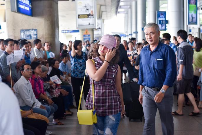 Avika Gor giản dị tại sân bay