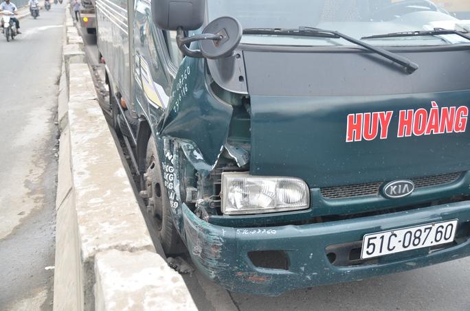 Chiếc xe tải bị hư hỏng nhẹ.