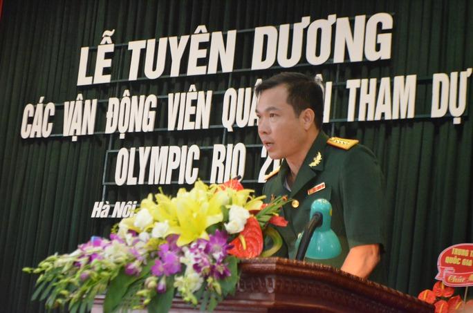 Hoàng Xuân Vinh cho biết là một người lính nhận được sự quan tâm của các thủ trưởng Bộ Quốc phòng, các cơ quan, đơn vị và niềm yêu mến của người hâm mộ cũng như sự cổ vũ của các đồng chí trong toàn quân, anh hết sức vui mừng và hạnh phúc. Vinh dự tự hào cho cá nhân cũng như gia đình, cho ngành thể thao cũng như cho quân đội