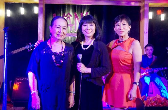 Ca sĩ Lệ Thu (Nguyễn) hội ngộ cùng ca sĩ Hồng Vân và ca sĩ Cẩm Vân