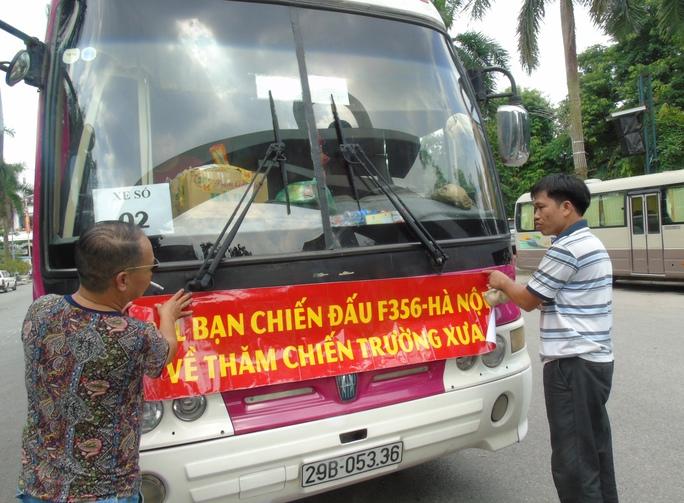 Những cựu chiến binh Sư đoàn 356 tại Hà Nội chuẩn bị cho chuyến về lại chiến trường xưa.