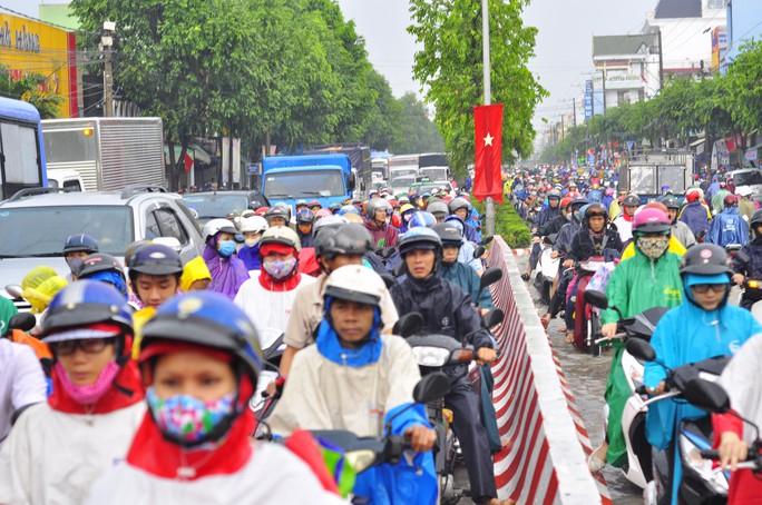Giao thông tê liệt trên nhiều tuyến đường