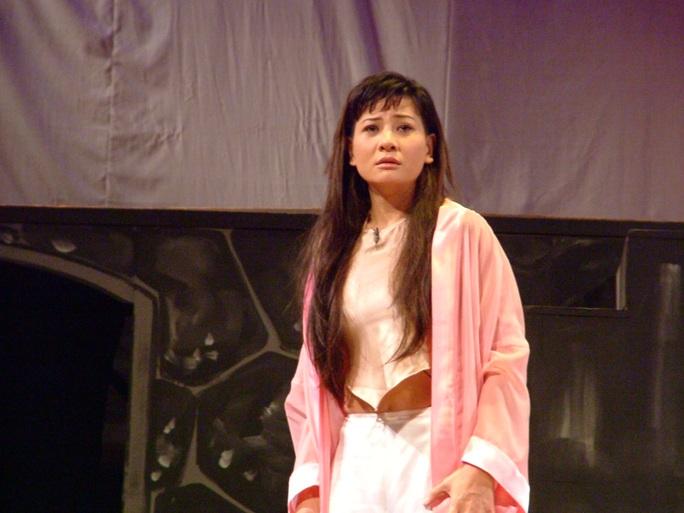 Vai Tám Bính của NS Cát Phượng trên sân khấu kịch Phú Nhuận