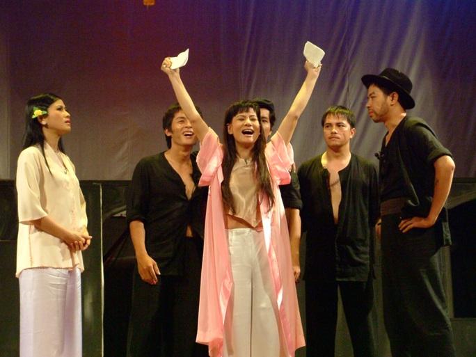 NS Cát Phượng trong vai Tám Bính (vở Bỉ vỏ) trên sân khấu kịch Phú Nhuận