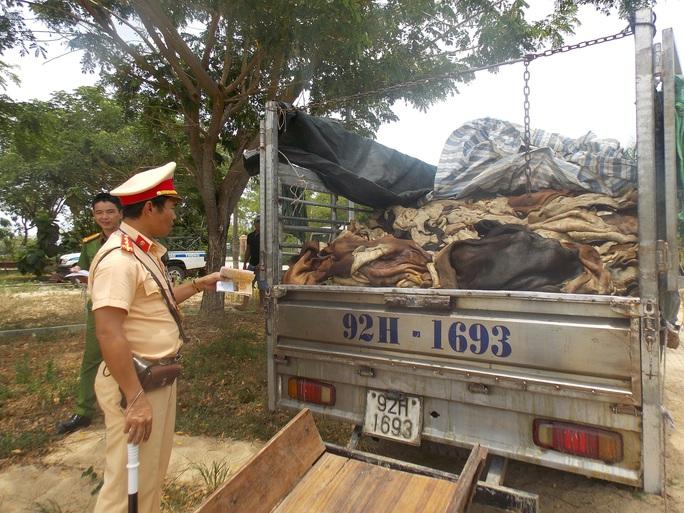 Gần 4 tấn da trâu, bò thối được vận chuyển trên Quốc lộ 1