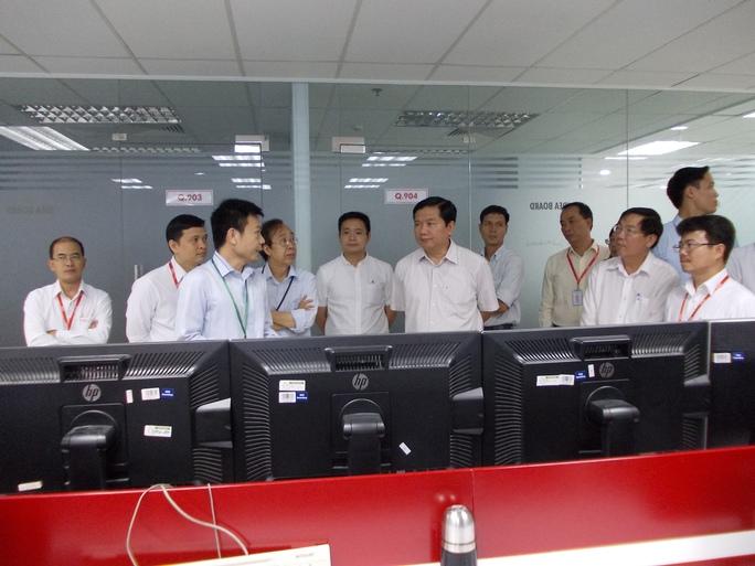 Bí thư Đinh La Thăng làm việc cùng Ban Giám đốc, nhân viên Công ty Global CyberSoft.