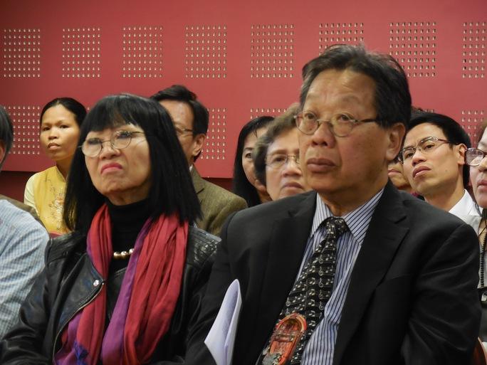 GS Trần Quang Hải và vợ- ca sĩ Bạch Yến trong lễ tưởng niệm 100 ngày mất của GS.TS Trần Văn Khê tổ chức tại Nhạc viện Tarveny - Pháp ngày 3-10-2015. Ảnh: Thanh Hiệp