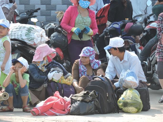 """""""Giải cứu"""" hơn 1.100 du khách mắc kẹt ở Cù Lao Chàm"""