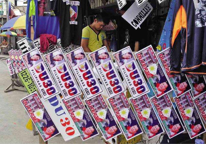 Biển số xe in hình tổng thống được rao bán công khai. Ảnh: Inquirer