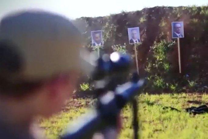 Tập bắn với hình các nguyên thủ quốc gia. Ảnh: Mirror