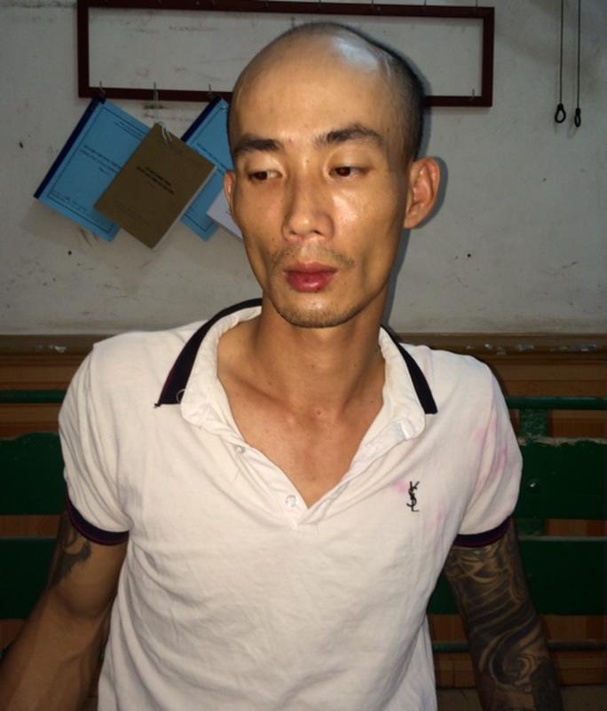 Nguyễn Thanh Tùng, nghi phạm sát hại dã man vợ trong cơn ngáo đá, tại cơ quan công an