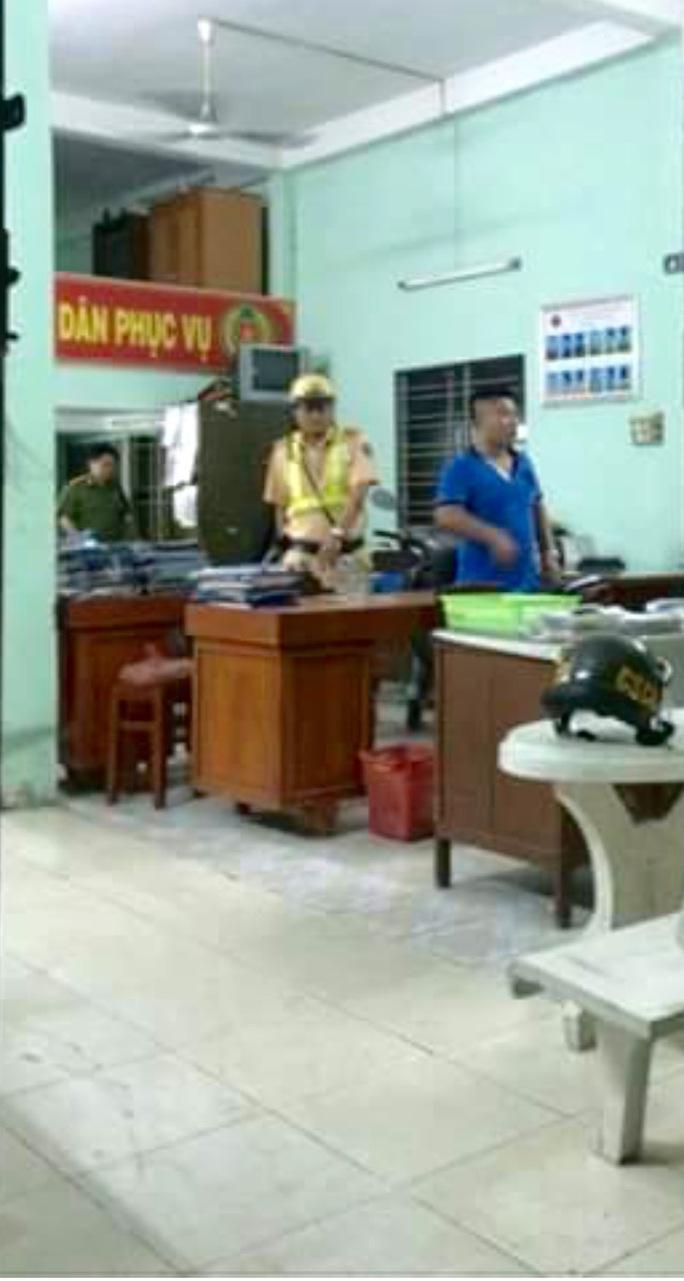 Chiến sĩ Thanh sau khi gây tai nạn ở trụ sở công an phường
